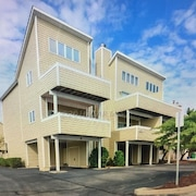 Fenwick Island Beach Block Condo With Pool Fully Renovated