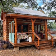 Romantic & Secluded Cabin With Private Hot Tub Close to Wineries & River