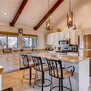 Remodeled Kitchen in Beautiful Deer Valley Townhome