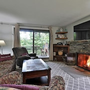 2 Bedroom Ledges Condo @ Hawk Mtn. Short Drive to Okemo or Killington Resorts