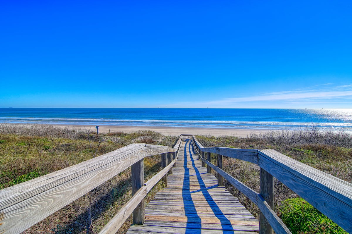 Smiling Jacks Escape: Boardwalk to Beach, Heated Pool, Pets, Near Ocean:  2021 Room Prices, Deals & Reviews | Expedia.com