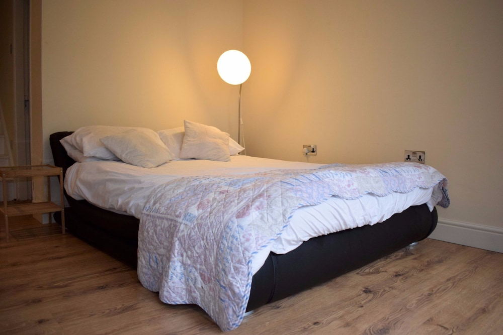 Central London Studio Apartment 2 5 Out Of 0 Bathroom Shower Featured Image Guestroom