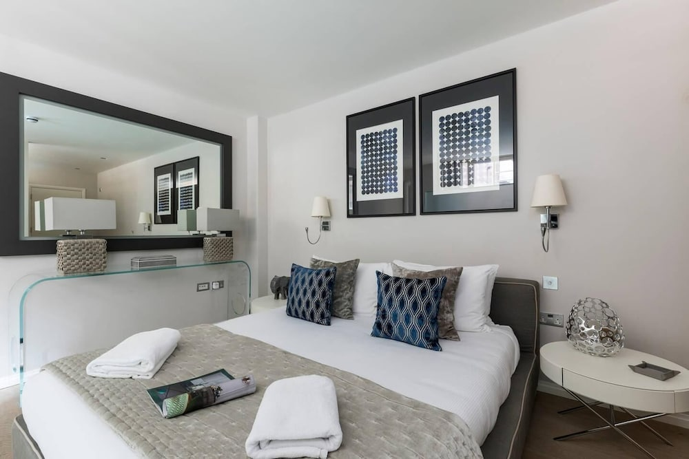 Room, Luxury Modern Split Level 2BR Covent Garden Apt