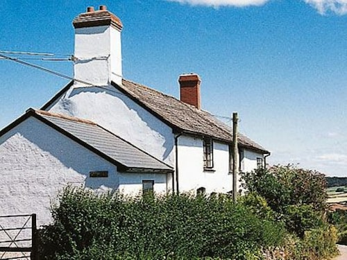 2 Bedroom Property in Taunton and The Quantocks. Pet Friendly