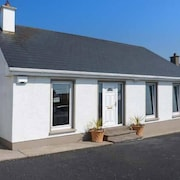 16 Seaview Park, pet Friendly in Ballycotton, County Cork, Ref 938039