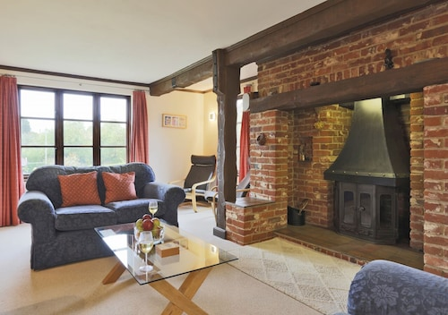 Hollybank Cottage - Four Bedroom House, Sleeps 8