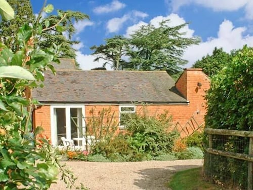THE Orangery, pet Friendly, With Pool in Upton Upon Severn, Ref 21104