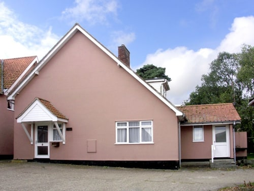 THE Bothy, pet Friendly, Country Holiday Cottage in Eye, Ref 2582