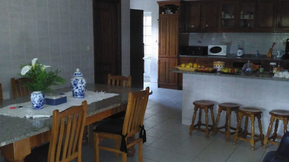 Private Kitchen, Holiday With Family or Friends in the North of Portugal - Free Wifi
