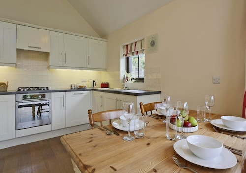 Orchard Cottage - Two Bedroom House, Sleeps 3
