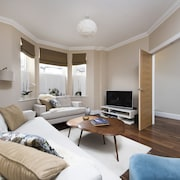 Stylish 3BR Family Home in Leafy Tooting