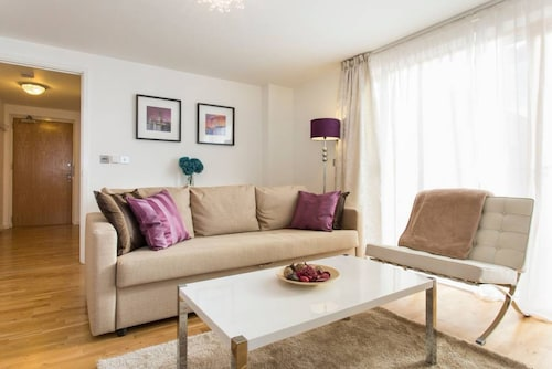 Luxury 1 Bed Apartment With Balcony In Greenwich