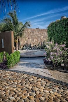 Costa Cumana, km 156 Carretera Costera, Lot A25, Santa Maria de Colotepec, 70934 Oaxaca, Mexico.
