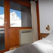 Ski-out Cervinia Chromotherapy Apartment