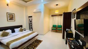 Desk, free rollaway beds, free WiFi