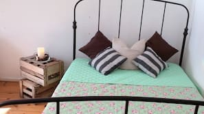 2 bedrooms, desk, iron/ironing board, cribs/infant beds