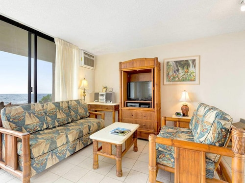 Ocean Edge Delight! Kitchen+laundry Perks, Tile Floors, AC, Wifi, Lanaikona Reef D01