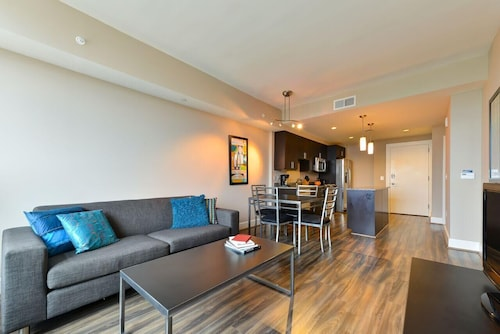 Pet-friendly Condo w LCD TV, Grill, Complex Game Room, Gym & Business Center