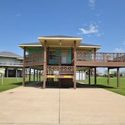 Cozy two Bedroom Located in a Quiet Family Oriented Subdivision - Beach Retreat