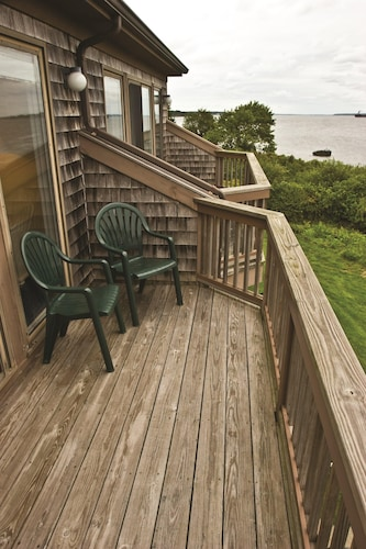 Balcony, Charming Condos Overlooking Narragansett Bay w/ Outdoor Resort Pool, Hot Tub & Free Parking