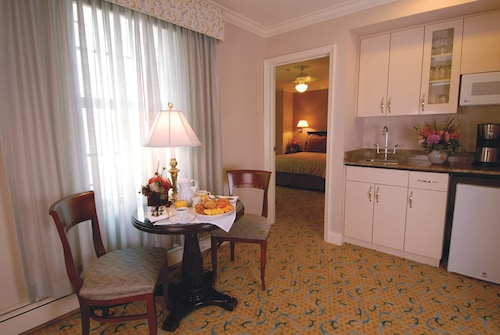 Great Place to stay Modish Suite Surrounded by World-class Art w/ Free Wifi & Breakfast near San Francisco