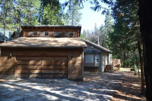 On The 12th-- Come and Enjoy Blue Lake Springs Rec Center Within Walking Distance of Your Stay at This Sweet Cabin!
