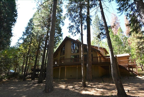 Sequoia Retreat: 3br/2.5ba W/loft, ON THE 12th Hole OF Sequoia Woods Country Club IN Blue Lake Springs- Walk TO Snowflake Lodge