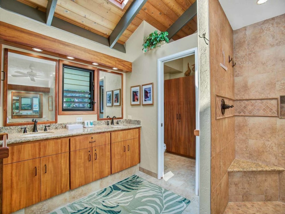 Pacific Edge Bliss+island Style! Luxe Kitchen+bath, Lanai, Wifi Laundry, TV  Kanaloa 1704: 2018 Room Prices, Deals U0026 Reviews | Expedia