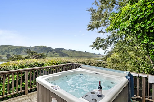 Castle Crag ~ Enjoy the Views, Soak in the Hot Tub!