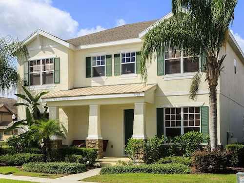 Luxur Villa With Screened South Facing Pool and Games Room - 6 Miles to Disney!