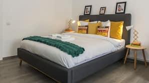 Premium bedding, Select Comfort beds, iron/ironing board, free WiFi