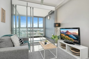 Designer Apartment + Close to CBD + Airport