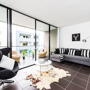 Executive Two Bed Penthouse Studio in the City