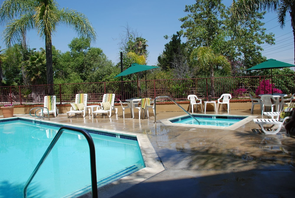 Outdoor Pool, Laguna Hills Inn by Irvine Spectrum