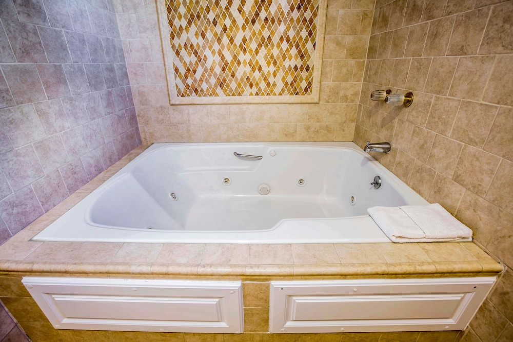 Jetted Tub, Laguna Hills Inn by Irvine Spectrum