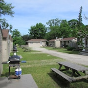The Maples Cottages