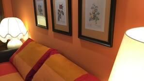 办公桌、熨斗/熨衣板、免费 WiFi、床单