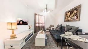 1 chambre, bureau, rideaux occultants, fer et planche à repasser