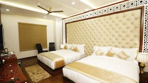 客房内保险箱、办公桌、折叠床/加床(额外收费)、免费 WiFi