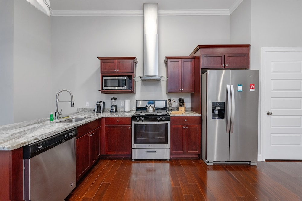Private Kitchen, Global Luxury Suites Downtown Pittsburgh