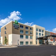 Holiday Inn Express & Suites Reedsville - State Coll Area