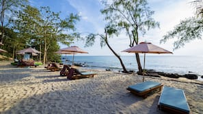 Private beach, beach umbrellas, beach towels, beach bar