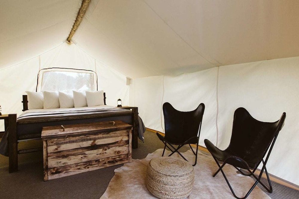 Room, Under Canvas Mount Rushmore