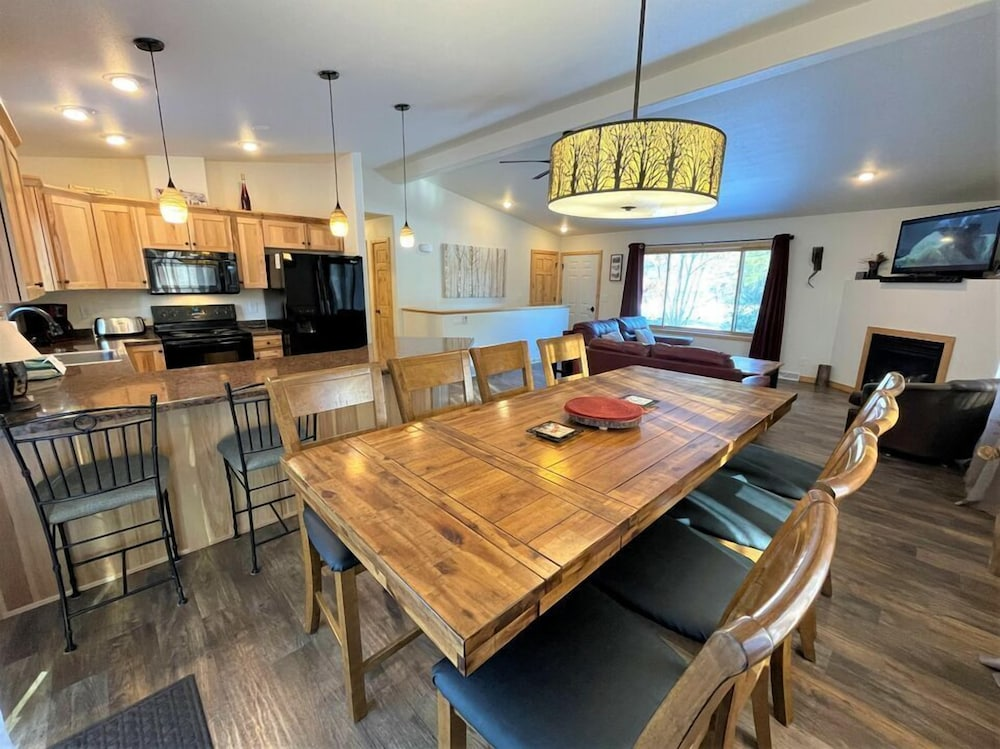 Private Kitchen, Dogwood Dream @ Spring Brook Resort Amazing Family Home Two Story Stunner
