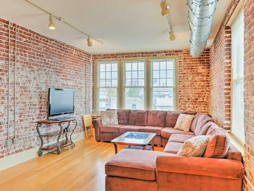Great Place to stay Downtown Memphis Condo - Walk to Museums & River! near Memphis