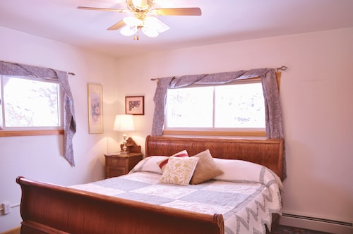 Romantic King Suite With Private Bath and Full Breakfast Near Strawberry Park!