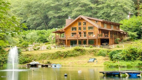 Great Place to stay Fisherman's Paradise! near Cloverdale