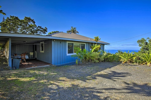 New! 2BR 'holualoa Hale' Home W/ocean Views!