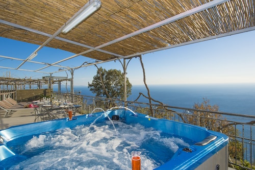Wonderful Property With Beautiful Sea View Terraces and Jacuzzi