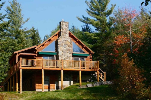 Beautiful, Modern log Cabin Nestled on 14.5 Acres in the White Mountains